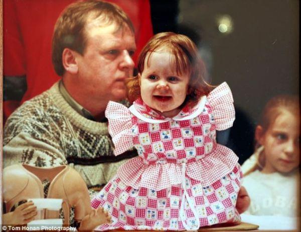 Joanne com o pai Joe. Ela foi nomeada depois que seus pais, Joe e Ann